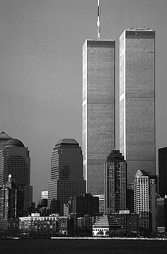 [World Trade Center looking North - bw_wtc060107.jpg - 132520 Bytes