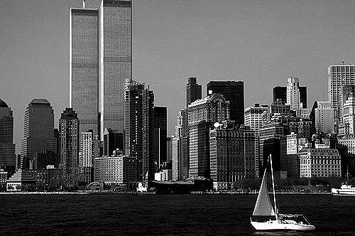 [Harbor View of Sailboat with the World Trade Center -bw_wtc060108.jpg - 147439 Bytes]
