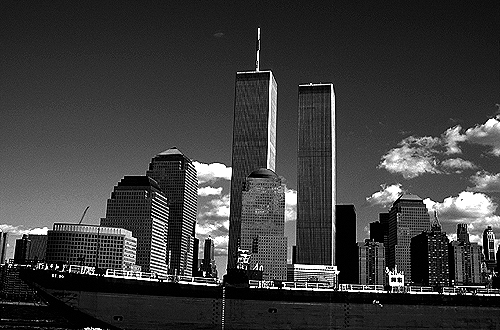 [Freighter on the Hudson with World Trade Center Towers - bw_wtc57109926.jpg - 128303 Bytes]